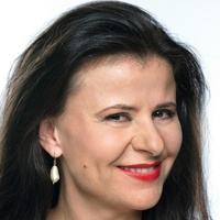 Dr. Tracey Clark played by Tracey Ullman
