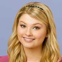 Lexi played by Stefanie Scott