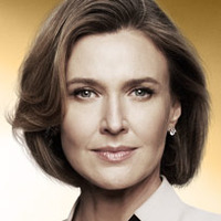 Ann Ewingplayed by Brenda Strong