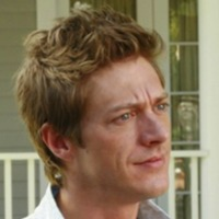 Lee McDermott played by Kevin Rahm