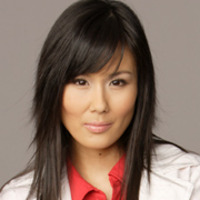 Dr. Kelly Lee played by Minae Noji