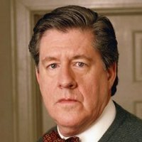 Richard Gilmore played by Edward Herrmann