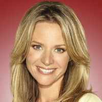 Terri Schuester played by jessalyn_gilsig