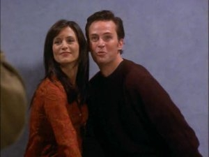 Friends - 07x05 The One With The Engagement Picture