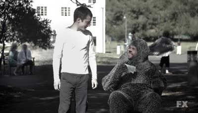 Wilfred - 02x01 Progress