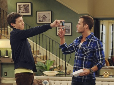 Melissa & Joey - 02x10 Pretty Big Liars