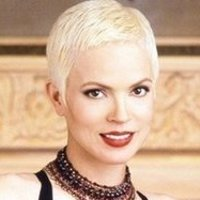 Amanda Darieux played by Elizabeth Gracen