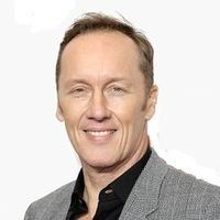 Lee Dixon - Analyst/Pundit played by Lee Dixon