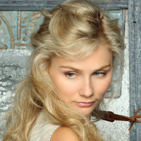 Scarlettplayed by Clare Bowen
