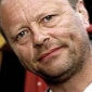 Himself - Presenter played by Robert Llewellyn