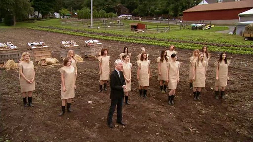 S07E02 The Fashion Farm