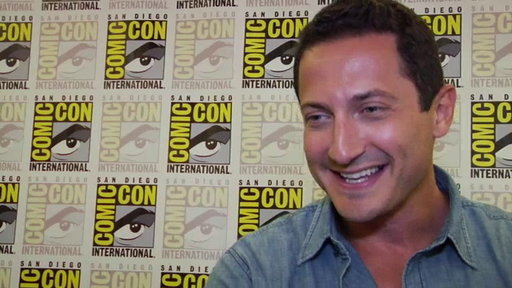 S1E0 Sasha Roiz at Comic Con