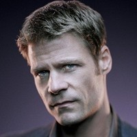 Tom Baldwin played by Joel Gretsch