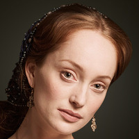 Giulia Farnese played by Lotte Verbeek
