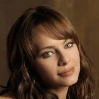 Julie Cooper played by Melinda Clarke