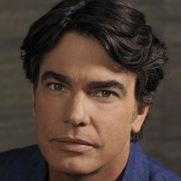 Sandy Cohen played by Peter Gallagher