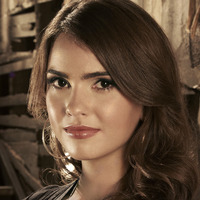 Diana Meade played by Shelley Hennig