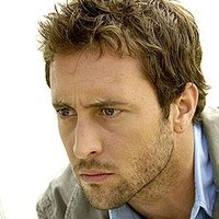 Detective Kevin Hiattplayed by Alex O'Loughlin