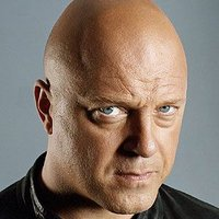 Detective Vic Mackeyplayed by Michael Chiklis
