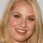 Lauren played by Leslie Grossman